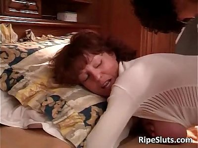 Hot sexy mature big ass babe gives